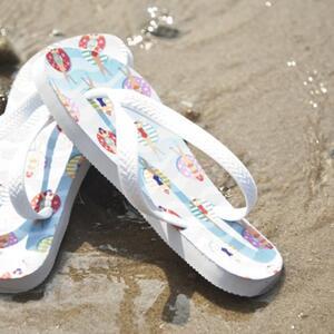 白色鞋底拖鞋
