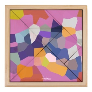 彩繪玻璃前 七巧板 Tangram