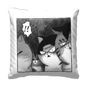 三貓驚驚 16x16吋細毛絨抱枕
